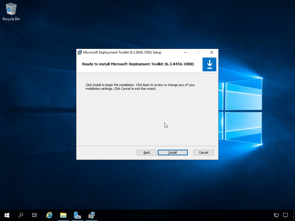 Computergenerierter Alternativtext: Recycle Bin  Microsoft Deployment Toolklt (6.3.84S6.IDDO) Setup  Ready to install Microsoft Deployment Toolkit (6.3.8456.1000)  Click Install to begin the installaton. Click Back to revievv or change any of Your  installaton settngs. Click Cancel to exit the Wizard.  Install