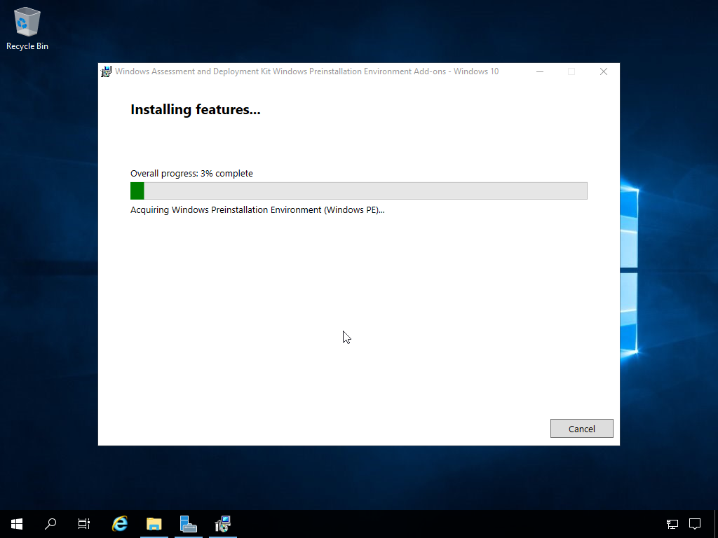 """Computergenerierter Alternativtext: Recycle Bin  uüinclcws Assessment and Deplcyment kit """"inclcws Preinstallaticn Environment Add-cns - """"inclcws IC'  Installing features...  Overall progress: 3% complete  Acquiring Windows Preinstallation Environment Windows PE)...  Cancel"""